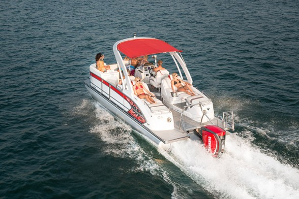 The Manitou Xplode 23 SRS SHP is rigged with beefy towing support and easy access to the stern for waterskiing, wakeboarding, and tubing.