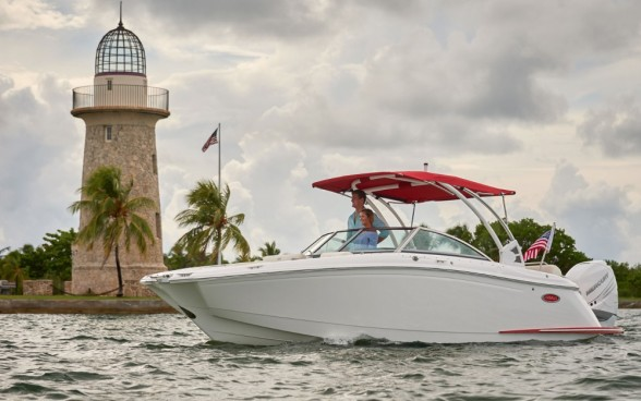 Modern outboards are quiet, clean, and work out quite nicely on a top-shelf runabout like the Cobalt 25SC.