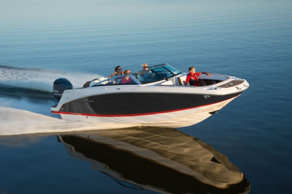 The Four Winns HD220 is a deck boat unlike many other deck boats. And you can get it in inboard or outboard-powered flavors. Photo courtesy of Four Winns.