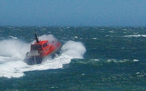A pilot boat charges ino the teeth of the Fremantle Doctor in western Australia. Photo courtesy of WikiMedia Commons.