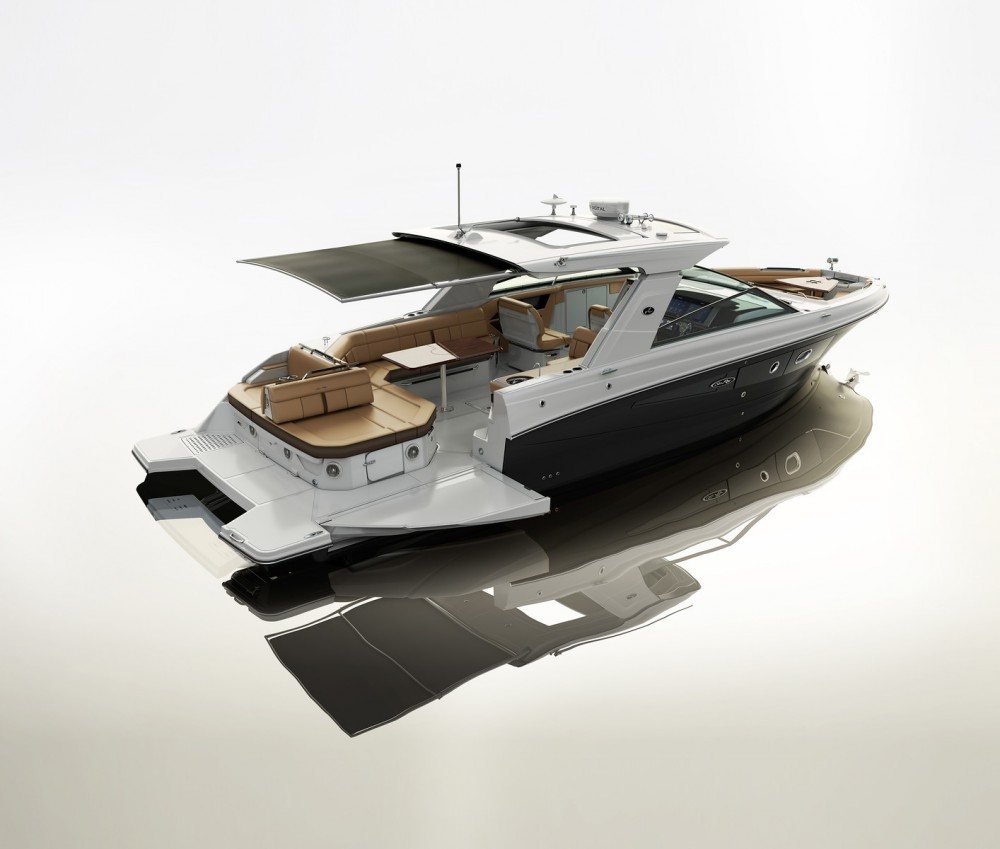 With an array of seating options available in the bow and in the cockpit, the SLX 400 also includes a hardtop, retractable sunshade and sunroof.