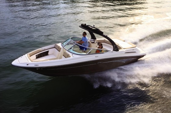 Sea Ray 250 SLX: Big Bowrider With Built-In Quiet | Boat Trader Blog
