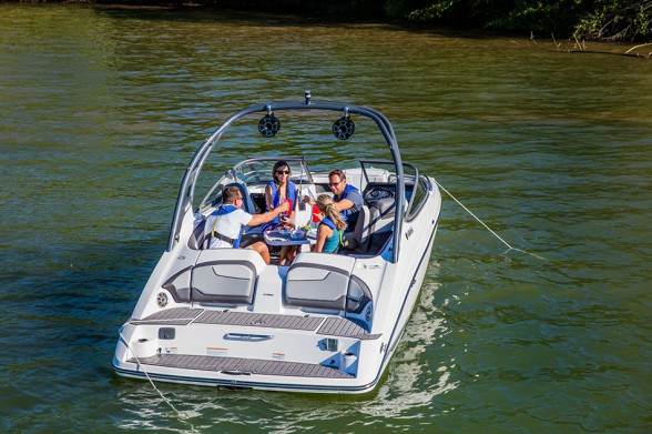 Yamaha has taken innovations from its recently refreshed 24-footer family and baked them into its 21-foot lineup with great success. Yamaha photo.