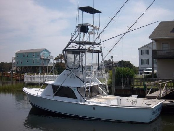 A 1974 Bertram 31 with Flybridge for fishing.