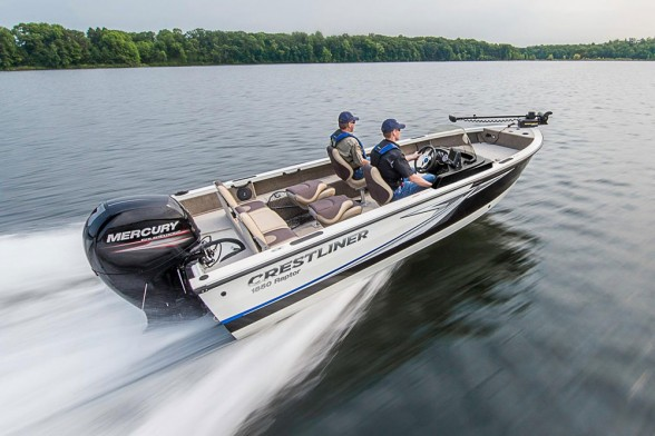 The 1850 Raptor SC strikes a pose somewhere between bass boat and multi-species boat, with the ability to fulfill the missions of both genres.