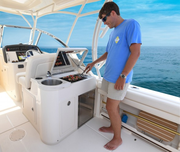 Lunch on the hook? Dinner during an overnight cruise? Or, maybe you want to cook up that fish you just caught? Again, freedom and choices are what the Freedom 307 provides.