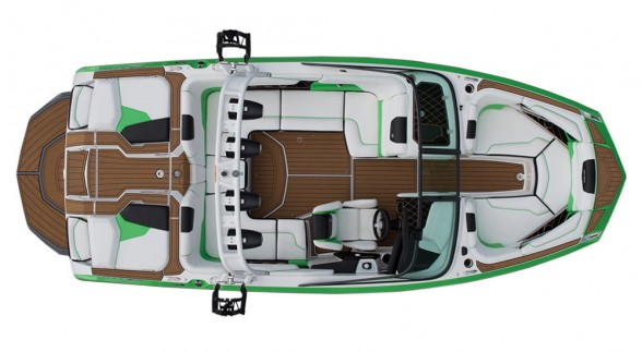 There isn't much deck space to speak of in the GS20—you don't get that on a 20-footer—but there's enough room to maneuver riders in and out of the water and manage their gear.