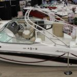Hurricane SunDeck 2690: Big Beam Brings Amenities