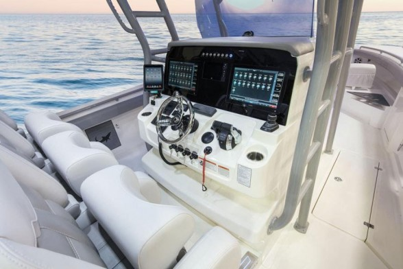 Even at the helm, the Mako 414 CC is clearly focused on maximizing fishability.