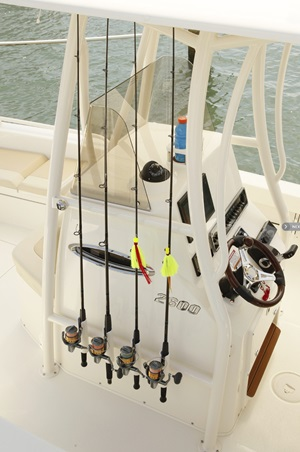 An expanded center console on the Pathfinder 2600 not only allows for an enclosed head underneath, but room for more fishing gear.
