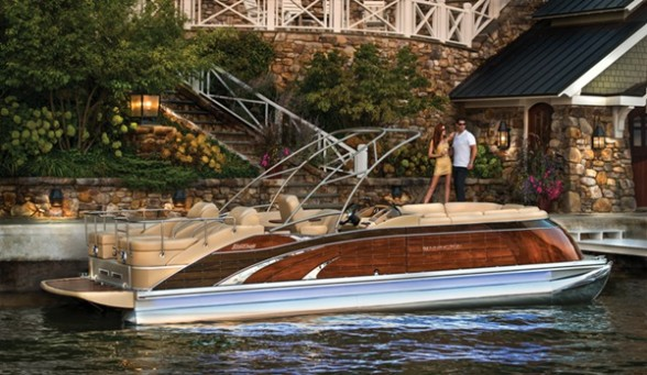 The Bennington 2575 QCW is equipped to the nines, including a custom mahogany fencing scheme.