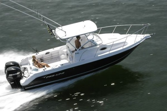 Walkaround boats like this Pro-Line offer a good combination of versatility, comfort, performance, and economy.