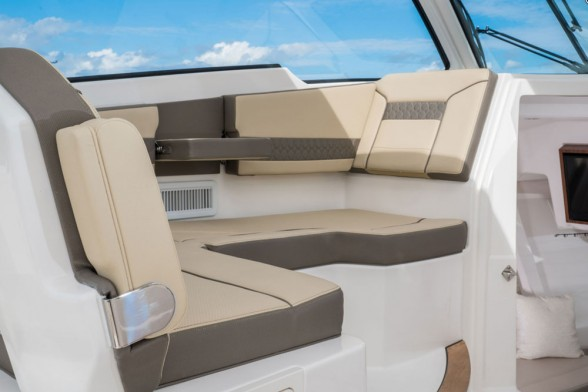 We like that port-side lounge, but what we like even more is the chilly breeze provided by the helm-deck air conditioning vents.