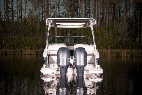 Outboard powerplants on a big Regal bowrider? You bet.