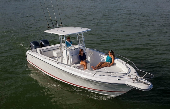 The Stamas 289 Tarpon center-console is a development of the successful 270. The 289 is also available in a cuddy cabin version called the Aegean.