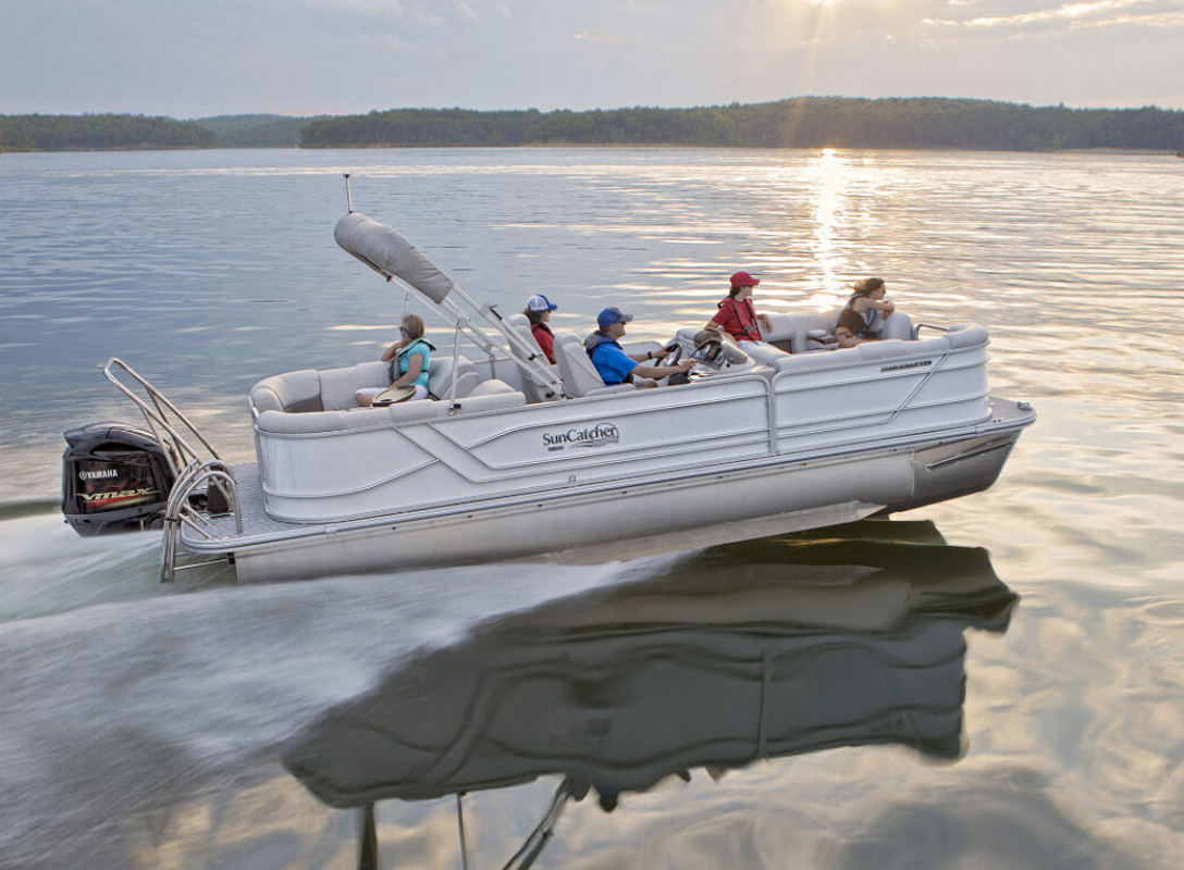 SunCatcher Fusion 324 RC Pontoon Boat. Photo: SunCatcher / G3.